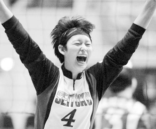 画像: 名門・成徳学園高校(現・下北沢成徳高校)でプレーしている頃の大山加奈さんの写真。主将としてインターハイ、国体、春高バレーの3冠を達成し、高校生ながら全日本代表に選出された。