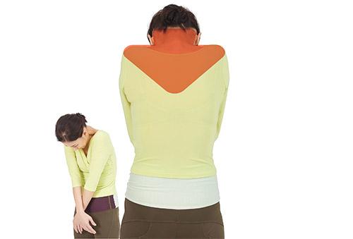 画像: 息を吐き切ったときのように、首と肩で肺を押しつぶす姿勢を取っていると、視力は下がっていく。