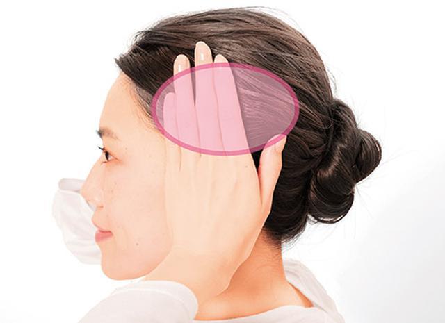 画像: 手のひらを耳に当てたとき、指が当たっている部分が側頭筋のおよその位置。