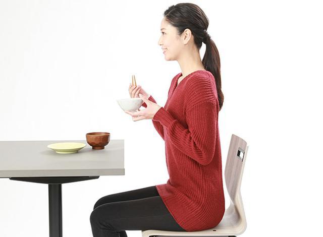 画像: 食事のときは背すじを伸ばす!
