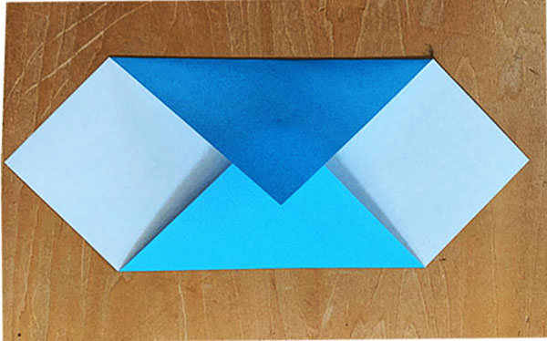 画像: 左右の三角が対称になるように注意しましょう。