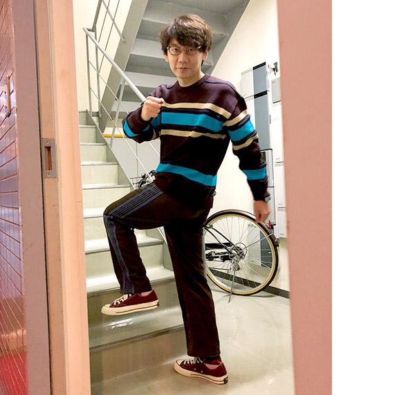 画像: 小宮さんは腰を左右にひねる動きを取り入れている