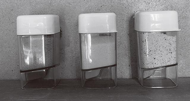 画像: 藤野先生が常に携帯しているゼラチン専用容器。左から、シナモン入り、ゼラチンのみ、ゼラチンふりかけ。