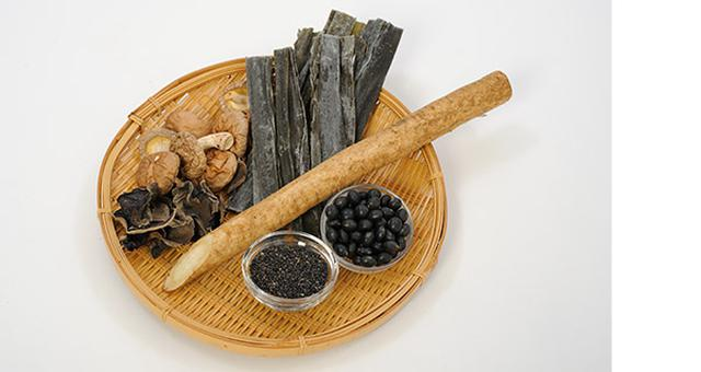 画像: 黒豆やコンブ、ゴボウなど「黒い食べ物」がおすすめ。