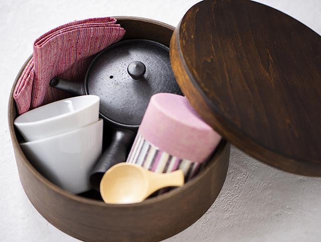 画像: 湯のみの形や茶缶の色味がかわいい。