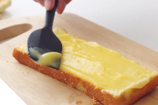 画像1: 作り方 6 スポンジにレモンカードを挟む