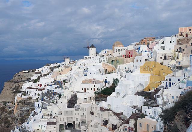画像: エーゲ海を望む白い街。