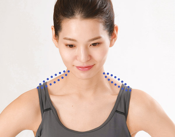 画像: 僧帽筋 :肩を覆う筋肉。肩をすくめるように持ち上げると盛り上がる。