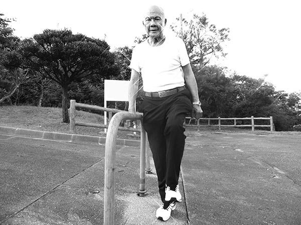 画像: 97歳の田中先生。軽い運動や散歩は今でも毎日行っている。