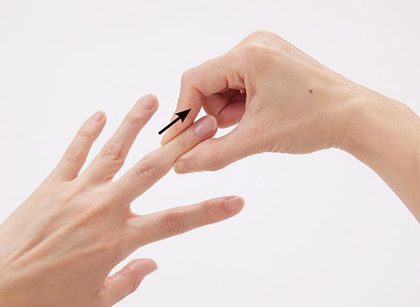 画像: ブシャール結節なら第二関節を伸ばす。