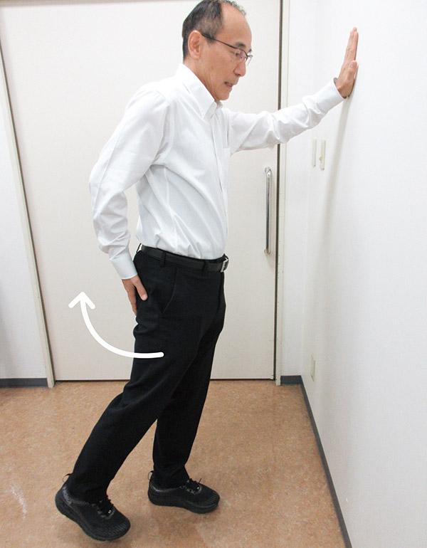 画像: 平泉先生の股関節筋トレ 3. 足の後ろ伸ばし