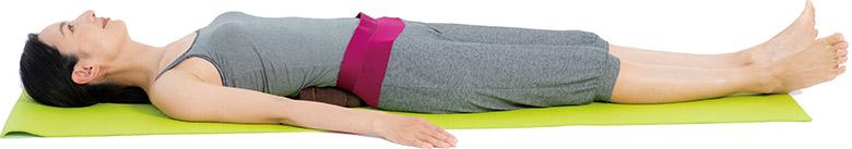 画像1: 2. 背中に腎枕を当てて寝る