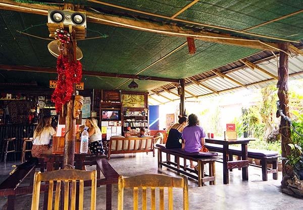 画像: 落ち着いた雰囲気のゲストハウス兼カフェ。