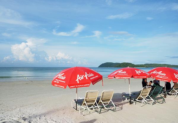 画像: 白く輝く砂浜が広いビーチ。