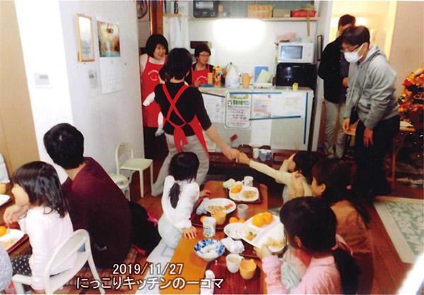 画像: 小池先生主宰の子ども食堂の様子。