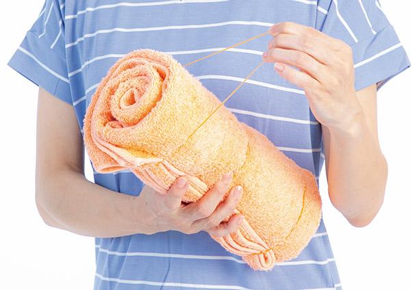 画像: バスタオルと輪ゴムですぐ作ることができる。