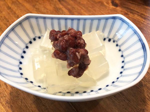 画像: 佐々木先生が食べているあずき寒天
