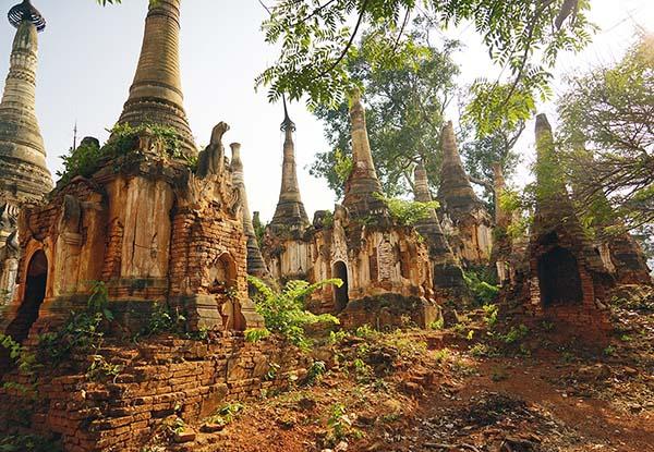 画像: 神秘的な仏塔の遺跡。