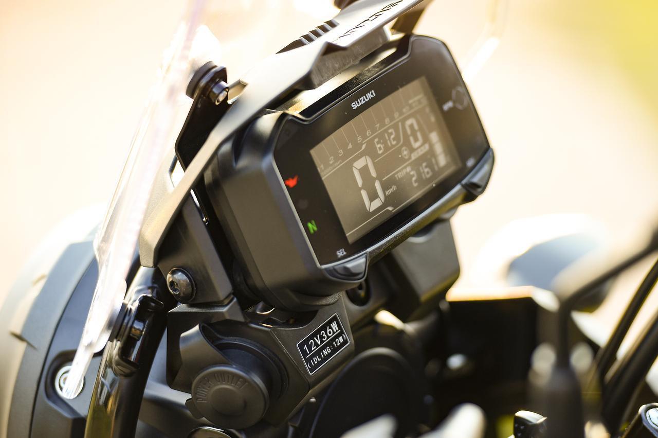 画像: メーターには平均燃費の表示もできます。12Vの電源ソケットも嬉しい装備ですね!