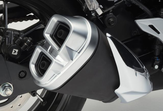 画像: ジクサー250の油冷エンジンは吸排気がキモ