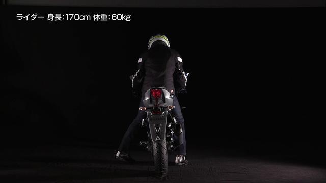 画像: GSX R125 足つき性 www.youtube.com