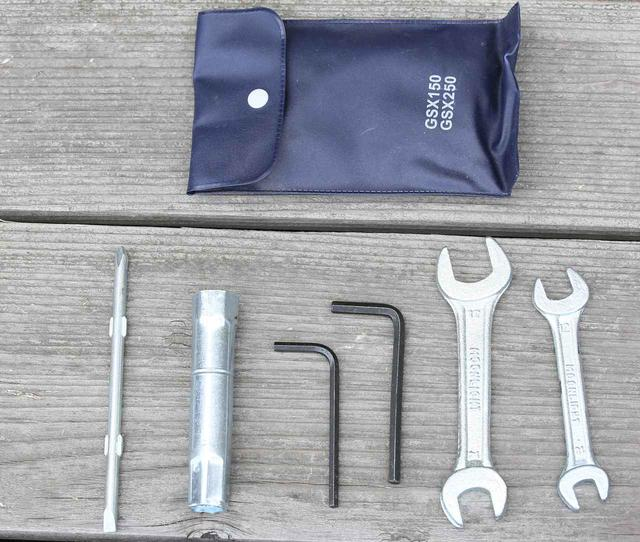画像2: ジクサー150に一番積みやすいのは「取付ベルトをリアシートにまたがせるタイプ」のシートバッグ