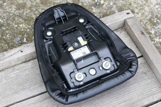 画像3: ジクサー150に一番積みやすいのは「取付ベルトをリアシートにまたがせるタイプ」のシートバッグ