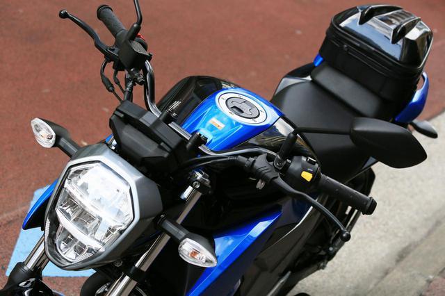 画像7: スズキ新型『ジクサー150』は積載テクニックだけでロングツーリング対応型バイクに化けるんです!