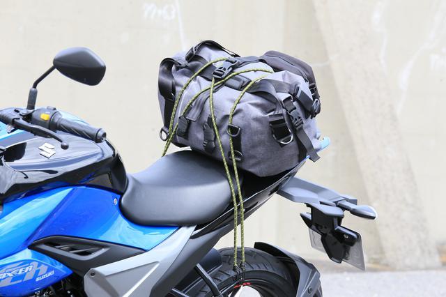 画像13: スズキ新型『ジクサー150』は積載テクニックだけでロングツーリング対応型バイクに化けるんです!