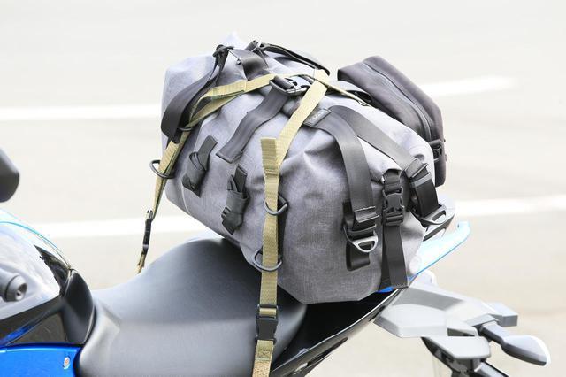 画像10: スズキ新型『ジクサー150』は積載テクニックだけでロングツーリング対応型バイクに化けるんです!
