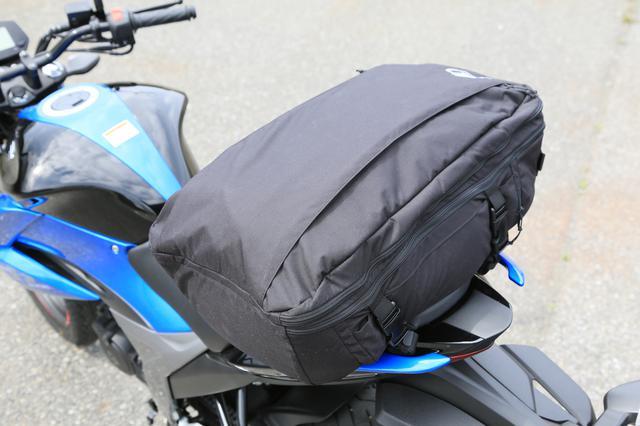 画像11: スズキ新型『ジクサー150』は積載テクニックだけでロングツーリング対応型バイクに化けるんです!