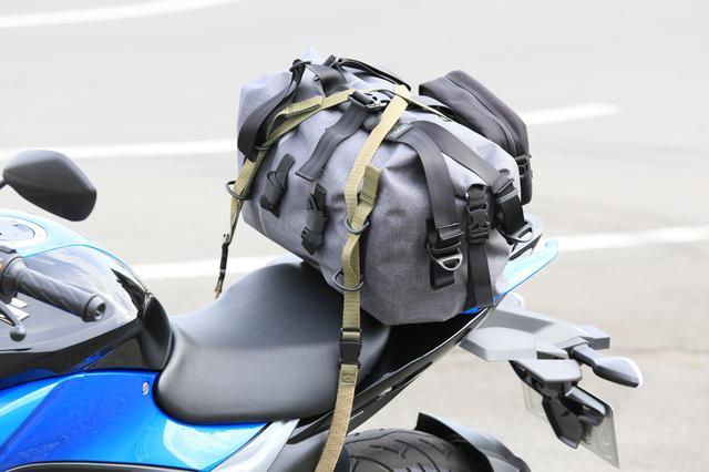 画像14: スズキ新型『ジクサー150』は積載テクニックだけでロングツーリング対応型バイクに化けるんです!