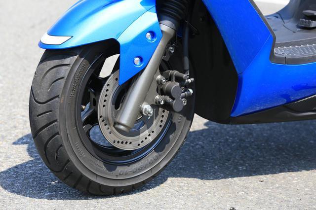 """画像6: 原付二種スクーターの『違いがわかる人』にこそおすすめしたい。この125ccはバイクとして""""こだわり""""の塊です! 【穴が空くまでスズキを愛でる/スウィッシュ 試乗インプレまとめ】"""