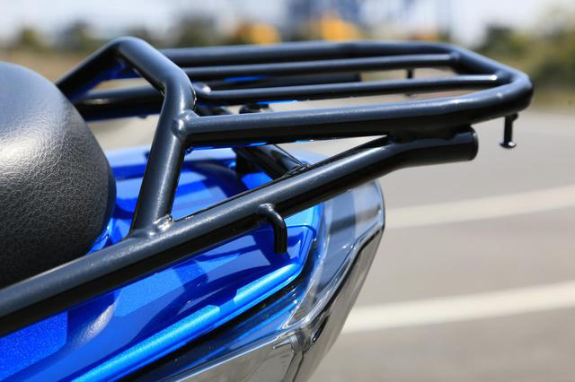 画像2: 収納&積載能力が高すぎっ! 原付二種スクーターなのにバイクキャンプもできるかも?【穴が空くまでスズキを愛でる/スウィッシュ 試乗インプレ③】