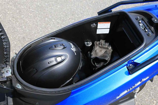 """画像5: 原付二種スクーターの『違いがわかる人』にこそおすすめしたい。この125ccはバイクとして""""こだわり""""の塊です! 【穴が空くまでスズキを愛でる/スウィッシュ 試乗インプレまとめ】"""
