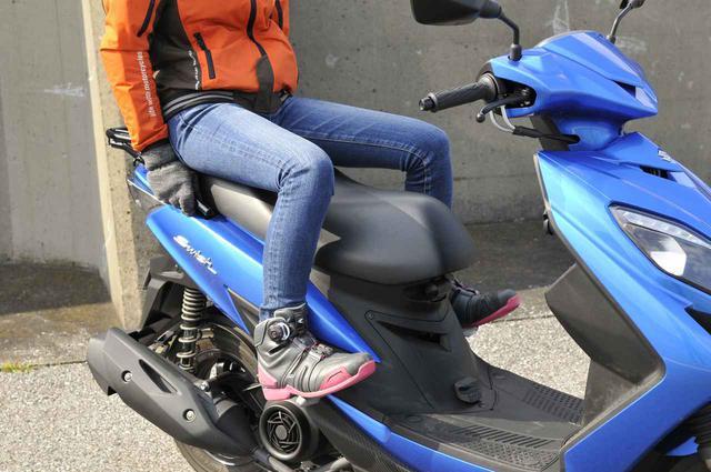 画像1: 原付二種スクーターのタンデム性能はいかに?  二人乗りして分かったこと まとめ【穴が空くまでスズキを愛でる/スウィッシュ 試乗インプレ⑤】