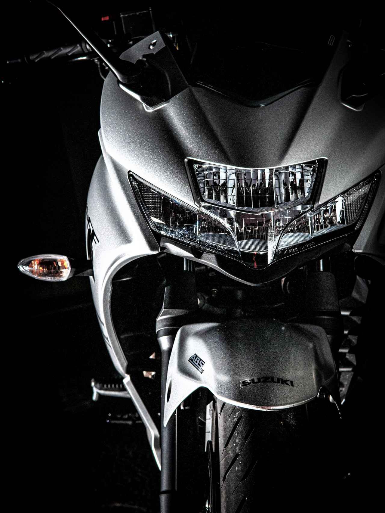 画像1: スズキの『ジクサーSF250』に乗ったら、250ccバイク最高のコスパ感に震えた【SUZUKI GIXXER SF250/試乗インプレ①】