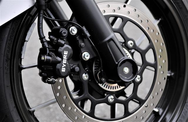 画像3: ジクサーSF250は本当にスポーツバイクか?