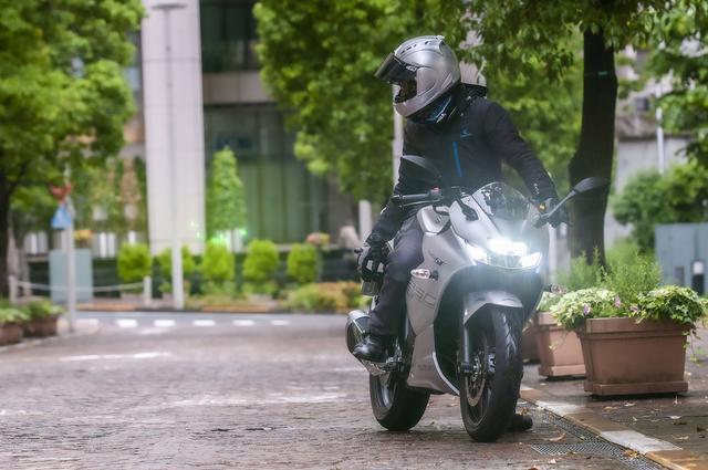 画像2: 250ccのフルカウルスポーツバイクとして『ジクサーSF250』は軽い
