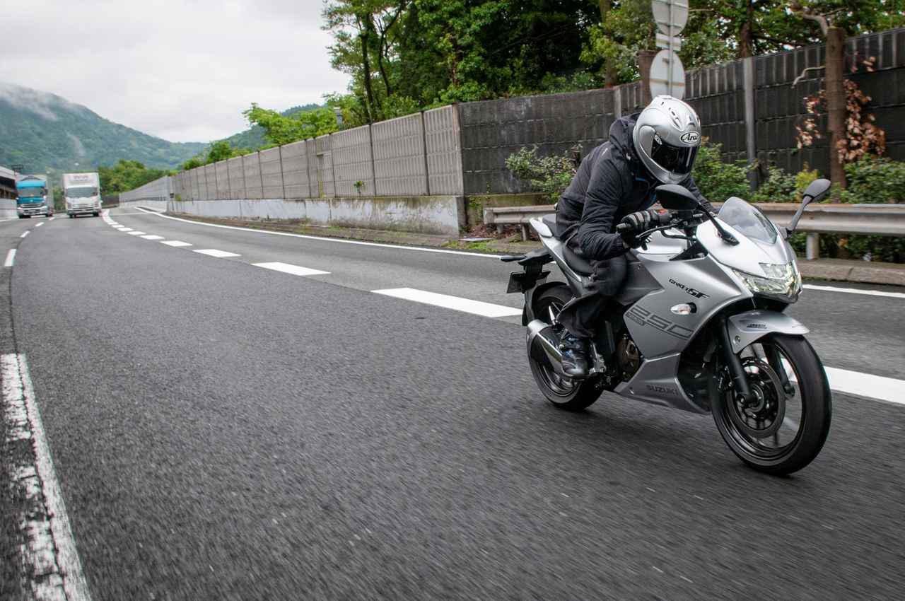 画像: スズキ『ジクサーSF250』で高速道路へ! 最高出力26馬力はどう感じる?【試乗インプレ②】 - スズキのバイク!