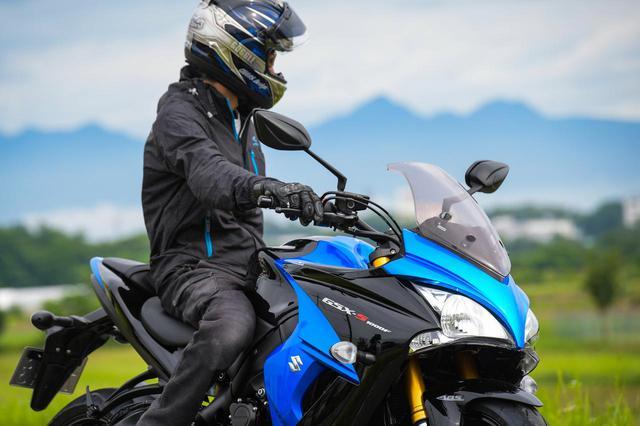 画像3: バイクにはスズキ『GSX-S1000F』をセレクト!