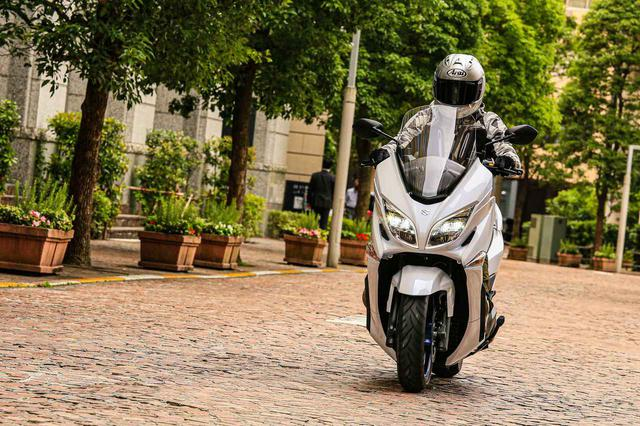 画像2: 街乗りの使いやすさを向上させつつ、400ccバイクとしてスポーティな走りも!