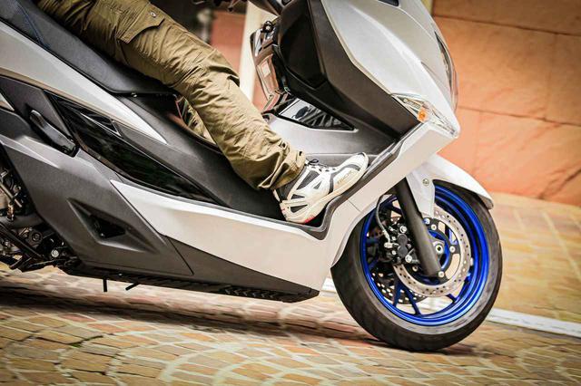 画像4: 街乗りの使いやすさを向上させつつ、400ccバイクとしてスポーティな走りも!