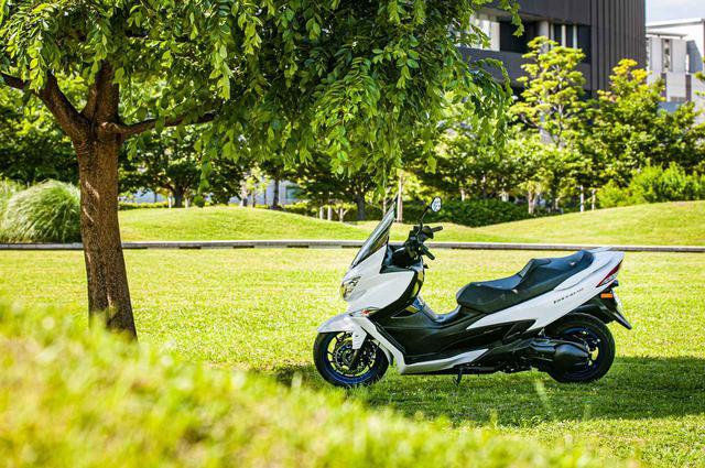 """画像2: ビッグスクーターならではの良さを残しつつ、コンパクトになった新しい""""400cc""""のバイク"""