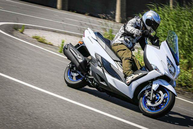 画像2: コーナーも楽しいのがスズキのバイクらしさ!