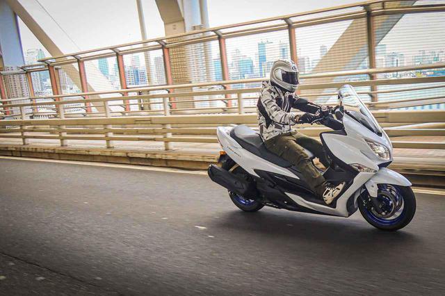 画像5: 街乗りの使いやすさを向上させつつ、400ccバイクとしてスポーティな走りも!