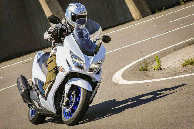 画像1: コーナーも楽しいのがスズキのバイクらしさ!