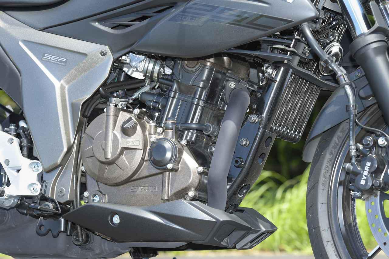 画像: スズキの新型油冷エンジンの『低重心』を感じやすいジクサー250