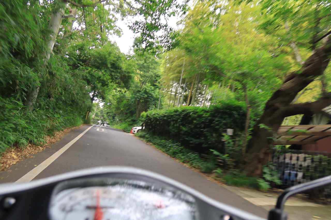 画像1: 50cc原付バイクにしか通れない道もある!