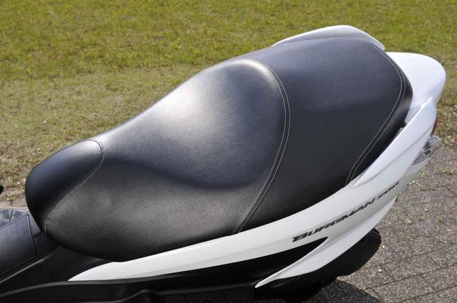 画像4: スズキ『バーグマン200』の燃費は? 最強クラスの足つき性と便利&快適が山盛り!【SUZKI BURGMAN200 試乗インプレ解説編】